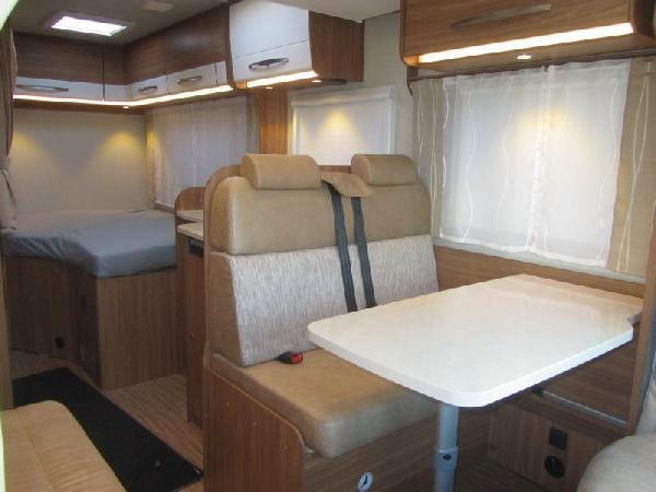 Reisemobil Carado T 348 - Tischgruppe