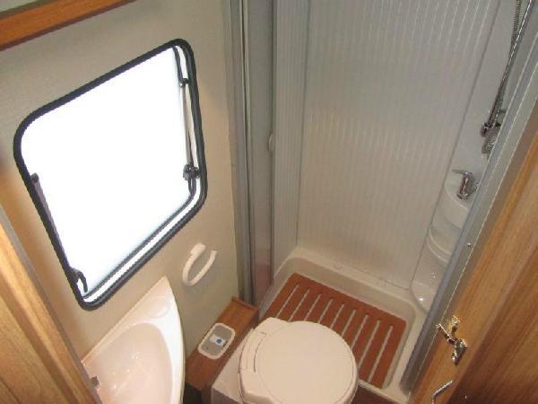 Reisemobil Carado T 348 - Dusche und WC